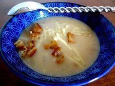 Voici la recette de la soupe de farine rôtie traditionnelle à Bâle pour ouvrir le Carnaval. Une recette très peu chère et étonnante de subtilité.