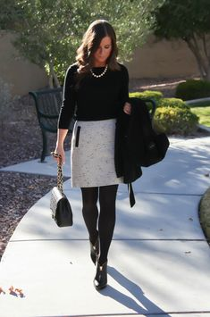 Stunning women work outfits ideas trends for this winter 29