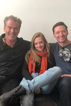 This Photo of Amanda Seyfried Sitting With Her 2 Movie Dads at the Airport Just Made My Day<< les mis and mamma mia :)) Hugh Michael Jackman, Hugh Jackman, Beautiful Celebrities, Beautiful People, Does Your Mother Know, Pierce Brosnan, She Movie, Celebrity Crush, Girl Crushes