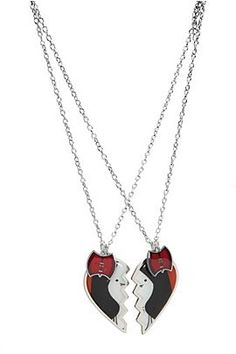 This set of necklaces features a Mareline heart pendant in two pieces and axe charms. Adventure Time Vampire, Adventure Time Marceline, Bff Necklaces, Best Friend Necklaces, Marceline Costume, Marceline And Princess Bubblegum, Fandom Outfits, Band Merch, Kawaii