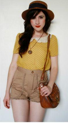 short cintura alta + camiseta com gola peter pan