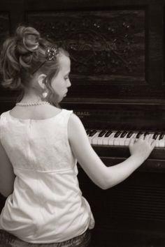 Piano player portraits