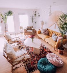 What is the great idea of the boho style lounge renovation crafted here in the beautiful home? This inspirational designing is farther prettified with fresh planting pots. The casual impression of the frame-up is the real reason behind the elegance of thi Boho Living Room, Home And Living, Living Room Decor, Living Spaces, Diy Home Decor Rustic, Interior Exterior, Interior Garden, My New Room, Apartment Living
