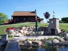 Lakeside landscaping - Outdoor Kitchens and Dining Areas - Rosemont Nursery