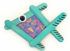Craft Stick Tissue Paper Fish Craft www. Craft Stick Seidenpapier Fish Craft w Rainbow Fish Crafts, Ocean Crafts, Vbs Crafts, Daycare Crafts, Church Crafts, Camping Crafts, Craft Stick Crafts, Preschool Crafts, Craft Ideas