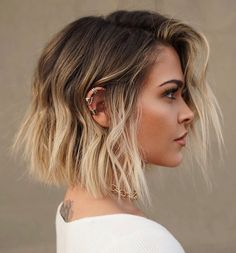 Top 30 Short Haircut Trends for 2020 – Quick & Easy Short Hairstyles Top 30 Short Haircut Trends for 2020 – Quick & Easy Short Hairstyles,Frisuren/Haare Related posts:Fabelhafte braune Haarfarben mit blonden Highlights -. Choppy Bob Hairstyles, Short Hairstyles For Women, Blunt Bob Haircuts, Trendy Hairstyles, Prom Hairstyles, Braided Hairstyles, Woman Hairstyles, Short Blunt Haircut, Long Blunt Bob