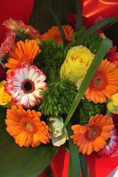 Bouquet di rose e gerbere dai toni vivaci: scopri i negozi #Fiorito! #colori #arancione #gerbere #rose #giallo #allegria #negozidifiori #franchising