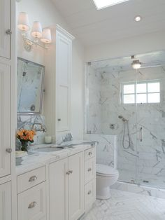 Beautiful small white bath with marble!!