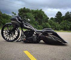 Custom Baggers, Custom Harleys, Harley Davidson Road Glide, Harley Davidson Bikes, Custom Street Bikes, Custom Bikes, Bagger Motorcycle, Motorcycle Garage, Custom Paint Motorcycle