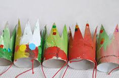 lilla a: Liten prinsess krona Toilet Roll Craft, Toilet Paper Roll Crafts, Craft Tutorials, Craft Projects, Craft Ideas, Recycled Crafts, Diy Crafts, Crafts For Kids To Make, Diy Party Decorations