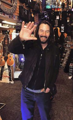 Keanu Reeves a gentle soul 💚 The one man I truly adore 💚 Keanu Reeves House, Keanu Reeves John Wick, Keanu Charles Reeves, Keano Reeves, Blockbuster Film, Taylor Kitsch, Matrix, Karl Urban, Hollywood