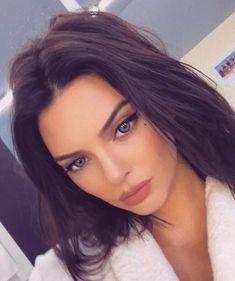 Kendall Jenner Kardashians She's the best of the Kardashians family Who agrees? Kourtney Kardashian, Kardashian Jenner, Kendall Y Kylie Jenner, Kylie Jenner Blue Eyes, Kyle Jenner, Celebs, Celebrities, Pretty Face, Girl Crushes