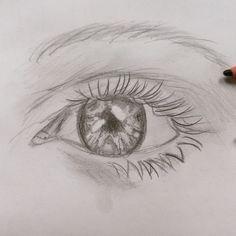 """dit oog lijkt misschien heel moeilijk maar dat valt best mee. deze heb ik van een heel mooi en duidelijk filmpje geleerd. als je """"oog tekenen """" in typt op you tube krijg je hem vanzelf, maar je kan die van mij ook als voorbeeld gebruiken, alvast veel suc6!"""