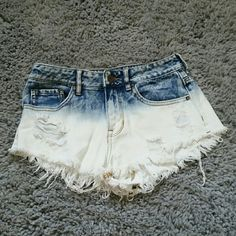 High rise short Blur and white ombré, bullhead high rise shorts it says size 5 but there's no option for that. cheeky style, barley worn Bullhead Shorts Jean Shorts