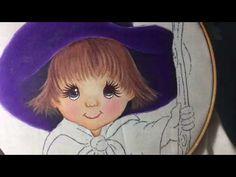 Pintura en tela en este vídeo te enseño a pintar el gorro y cara .. no olvides compartir mis vídeos
