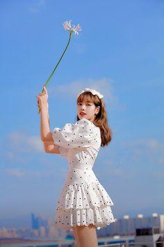Beauty at her level. Kim Jennie, Divas, Kpop Girl Groups, Kpop Girls, Korean Girl, Asian Girl, 17 Kpop, Square Two, Lisa Blackpink Wallpaper