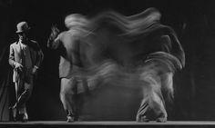 Black and White Movements Photography by Gjon Mili – Fubiz Media