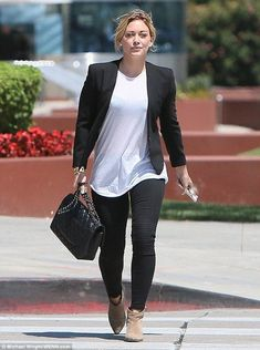 Hilary Duff Loved Working with Ed Sheeran on Her Song 'Tattoo'!: Photo Hilary Duff keeps her look classic in black and white while leaving Zinque cafe on Wednesday afternoon (August in Venice, Calif. Hilary Duff Style, Hilary Duff Fashion, Simple Outfits, Fall Outfits, Casual Outfits, Love Her Style, Looks Style, Look Fashion, Fashion Outfits