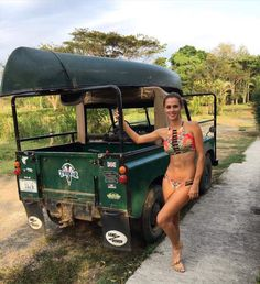 Land Rover 88 Series III soft top canvas in classic green and. One life live it. Defender 90, Land Rover Defender, Trucks And Girls, Car Girls, Range Rover, Jimny Suzuki, Offroader, Expedition Vehicle, Porsche