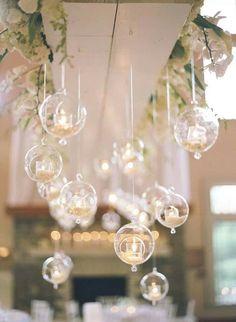 Nada mas romantico que unas esferas con luz de vela para un bonito evento al aire libre
