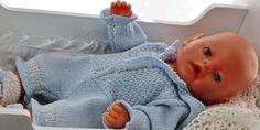 Baby getragene Kleidung selbst stricken - Doll-knitting-patterns from Malfrid Gausel - Knitting Dolls Clothes Patterns, Clothing Patterns, Knitting Patterns, Baby Outfits, Kids Outfits, Girl Dolls, Baby Dolls, Baby Born Kleidung, Baby Born Clothes