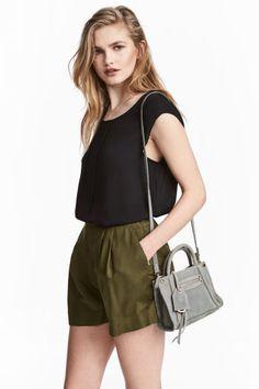 Short ample - Vert kaki - FEMME | H&M FR 1
