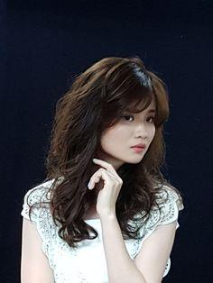 手拨空气烫 (Hand Dial Air Perm). Japanese Style Digital Perm by Angel Angela - Taiwan using from Japan,  Ford Silhouest Dress Coat, Dress Coat Cosme & Ford Lucci Hair Cosmetics.