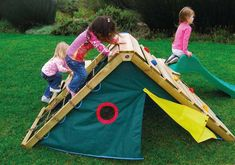 Outdoor toys for keeping all children engaged all season long and convert your desired backyard into a playground for the children by using new outdoor play tools. Kids Outdoor Play, Outdoor Play Spaces, Kids Play Area, Outdoor Toys, Outdoor Fun, Patio Chico, Wooden Climbing Frame, Climbing Wall, Casa Patio
