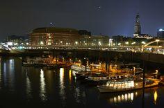 """Boats in the City von VanessaH http://www.fotocommunity.de/fotograf/vanessah/1757938 gepinned auf """"Alles rund um Hamburch"""" von www.blickedeeler.de<3"""