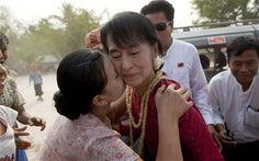 Aung San Suu Kyi 'wins landslide landmark election' as Burma rejoices