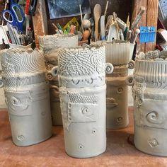 "78 Synes godt om, 5 kommentarer – Lynn Wood (@potterytexturequeen) på Instagram: ""Time for some textured vases. #slabwork #vases #flowers #texture #tornedges #pattern #five…"""