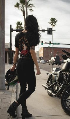 Its A Jeep Thing: Photo – beaux sport voitures Lady Biker, Biker Girl, Blitz Motorcycles, Women On Motorcycles, Yamaha Motorcycles, Mode Grunge, Motorcycle Outfit, Biker Chick Outfit, Womens Motorcycle Fashion
