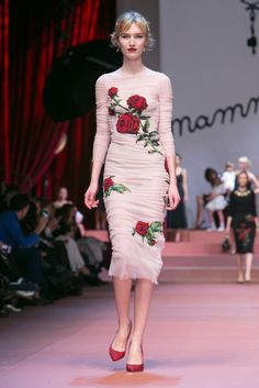 i'm in love with this collection!!! A look from the Dolce & Gabbana Fall 2015 RTW collection.