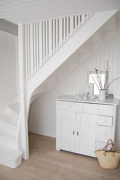 Cottage Stairs, House Stairs, Small Staircase, White Stairs, Entry Stairs, Home Upgrades, House Entrance, Cottage Living, White Houses