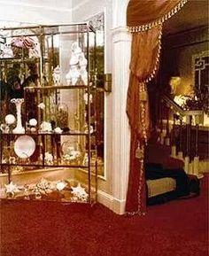 DiningRoom foyer Graceland 70s