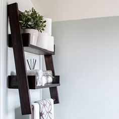 A DIY floating ladder shelf that fits in perfectly with any decor or room. Combine DIY floating shelves and DIY ladder shelves to create this unique open shelf. The step by step plans show you how to build this perfect alternative to simple open shelves. 2x4 Wood Projects, Wood Projects For Beginners, Wood Crafts, Woodworking Patterns, Woodworking Projects, Woodworking Plans, Woodworking Classes, Woodworking Furniture, Youtube Woodworking