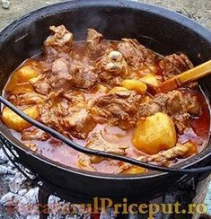 A gulyás titka, amit minden magyarnak ismernie kell! Lamb Recipes, Cooking Recipes, Healthy Recipes, Romania Food, Dutch Oven Cooking, Good Food, Yummy Food, Hungarian Recipes, Rind