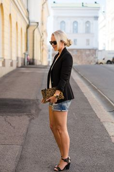 Jonnamaista Blog. Denim shorts, black blazer and leopard clutch. Simple but stylish