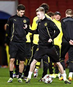 Robert Lewandowski and Marco Reus training in London