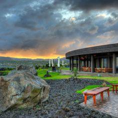 Tem como não amar este lugar??? O @hotelhangaroa na #IlhadePáscoa é um dos lugares mais fascinantes que já conhecemos  - - - - - - - - - - - - - - - - -  #isladepascua #Chile #moai #beautifuldestinations #hotelhangaroa  #rapanui #easterisland #magia #energia #maravilladelmundo #esencias #paisajes #belleza  #hangaroa #Manavai #southamerica #southamericahotel #hotels #beautifuldestination #blogueirorbbv  #travel #LoveTravel #TravelLove #viagem #ComerDormirViajar #wes2travel…