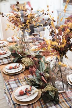 31 Amazing Fall Theme Tablescape Ideas For Your Dining Room Decor Thanksgiving Tablescapes, Holiday Tables, Thanksgiving Decorations, Halloween Home Decor, Fall Home Decor, Autumn Home Decorations, Party Decoration, Table Decorations, Home Design