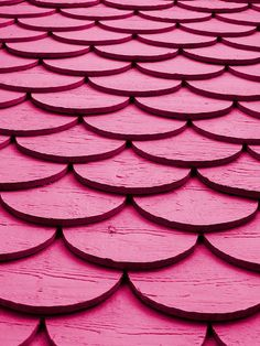 pink shingles. This inspires me to make a wall installation in my daughter's room ... or maybe a cool headboard.