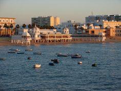 puesta de sol en la Caleta, Cádiz España Costa, Beach Vibes, Cadiz, Beach Wear, Sierra, San Francisco Skyline, New York Skyline, Spain, Travel