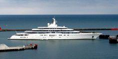 eclipse-Prijs: $1.2 miljard Deze jacht van Roman Abramovich doet qua prijs alle andere verbleken. Het is ook het langste jacht met 164 meter. Alles is aanwezig van een disco tot aan raketten om het schip te beveiligen.