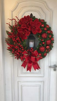 Silver Christmas Decorations, Christmas Swags, Christmas Centerpieces, Holiday Wreaths, Christmas Diy, Christmas Flowers, Christmas Door Wreaths, Christmas Projects, Christmas Crafts