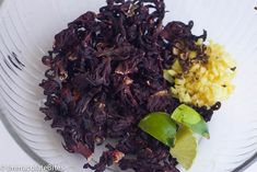 Sorrel Drink -Spiced up Drink that is enjoyed in Jamaica, Trinidad and throughout the Caribbean during the Christmas Season Jamaican Sorrel Drink Recipe, Beverages, Drinks, Thanksgiving Recipes, Trinidad, Spice Things Up, Cabbage, Juice, Meals