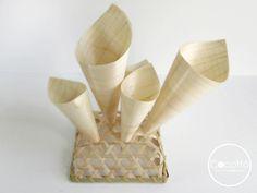 Conos de bambú con soporte.