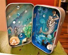 Tin Can Crafts, Diy Resin Crafts, Diy Arts And Crafts, Handmade Crafts, Handmade Rugs, Domino Crafts, Altered Tins, Altered Art, Matchbox Crafts