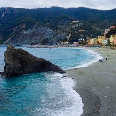 Monterosso Cinque Terre . . . . . #travel #vacation #world #photography #instatravel #travelgram #travelphotography #water #adventure #explore #worldtraveller #wanderlust  #viaje #viajar #viaggio #viagem #travelphoto #travelpics #travelblog #travelblogger #blog #blogger #Italy #Italia #cinqueterre #monterosso #lppathfinders #lpfanphoto #mediterranean #beach