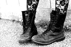 floral lace tights and combat boots, a perfect union of pretty and grunge Floral Tights, Lace Tights, Lace Leggings, Floral Lace, Patterned Tights, Dr. Martens, Punk Rock, Rock Tumblr, My Wallet